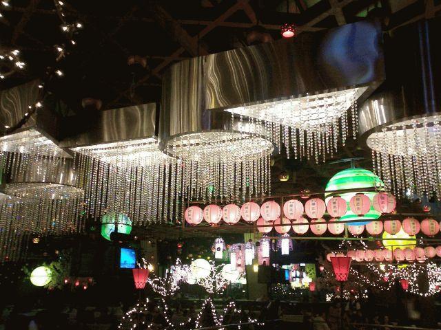 ユニバース店内。3万個の電飾